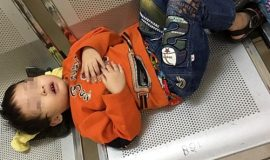 bé trai 3 tuổi bị bỏ rơi, bé trai 3 tuổi bị bỏ rơi