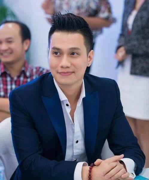 Sao Việt xuống đường cổ động đá bóng