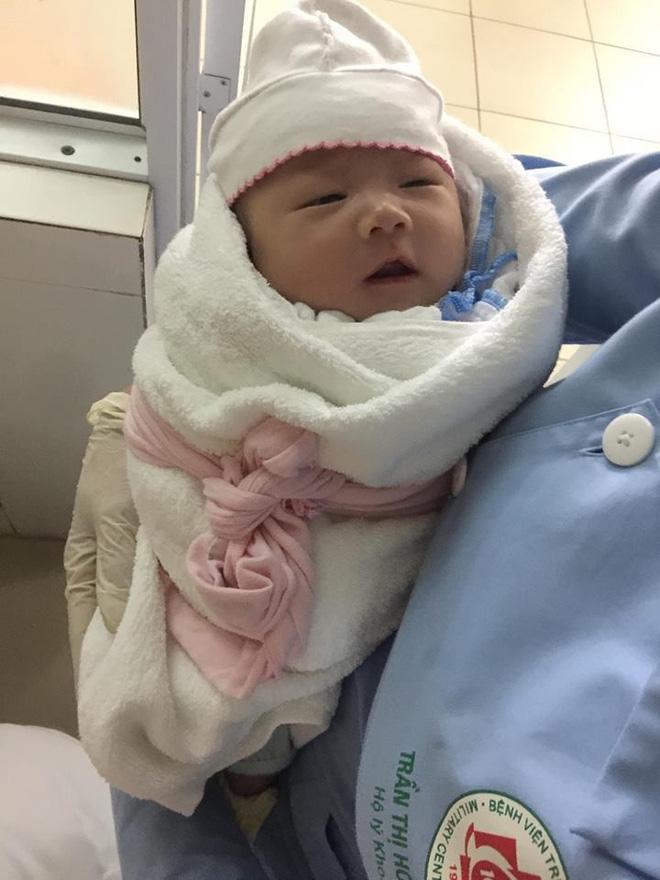 Bé gái sơ sinh bị bỏ rơi tại bệnh viện bởi người đàn ông 30 tuổi tới gửi con rồi đi không trở lại