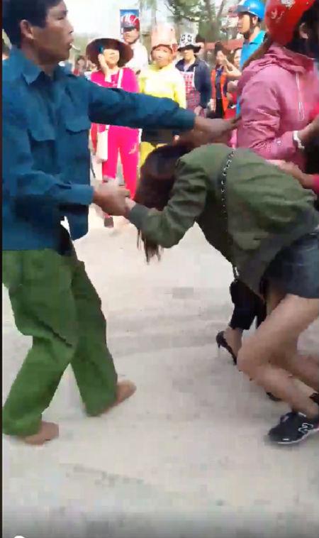 Đánh ghen kinh hoàng ở Sơn La