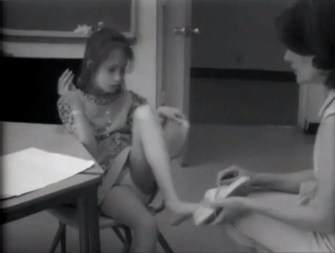 Cô bé bị bạo hành 13 năm mất khả năng ngôn ngữ, đi lại dị thường