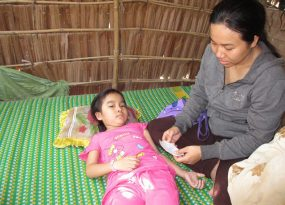 Xót xa hoàn cảnh bé gái 7 tuổi ung thư máu không tiền chữa trị