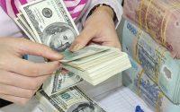 Giá USD trên thị trường tự do đã tăng gần 300 đồng/USD trong 1 tháng qua.