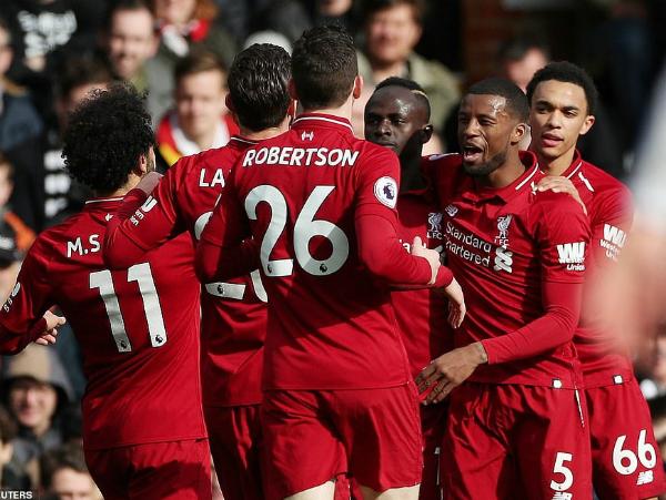 Liverpool giành lại ngôi đầu bảng nhờ được hưởng phạt đền