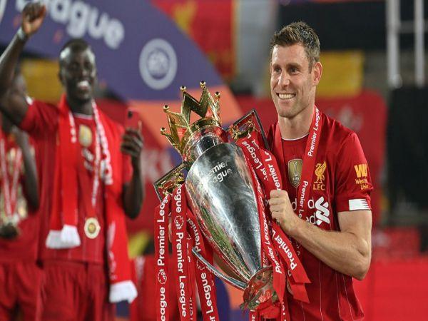 Milner nhận cúp vô địch không quên chửi xéo M.U
