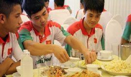 Chế độ dinh dưỡng cho cầu thủ bóng đá giúp tăng thể lực
